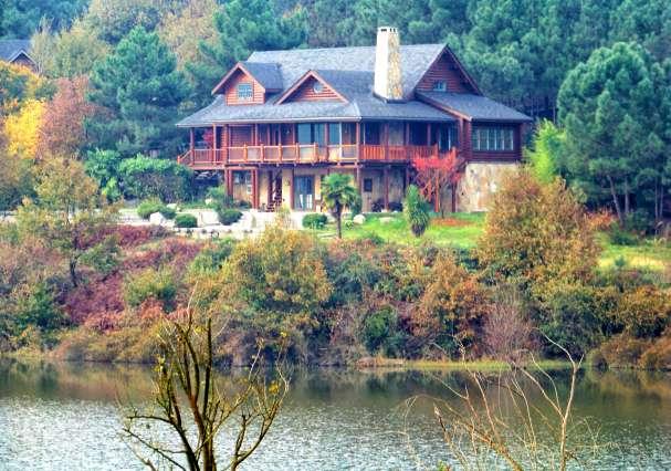 Çift Katlı Göl Evi