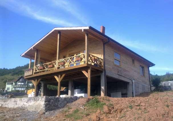 Tek Katlı Balkonlu Ev